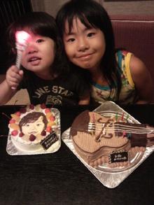 似顔絵ケーキとバイオリンの立体ケーキ