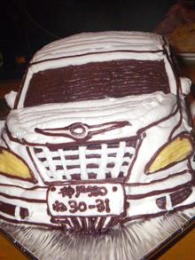 グローブのマスコット付き、車の立体ケーキ