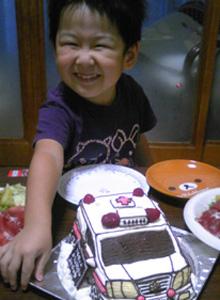 救急車の立体ケーキ