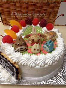 トトロ、ネコバスのマスコット付きケーキ