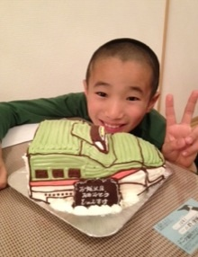 新幹線はやぶさの立体ケーキ
