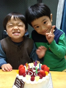 誕生日・バースデーケーキに大盛り上がりのキャラクター・似顔絵ケーキのキャラケーキ.com