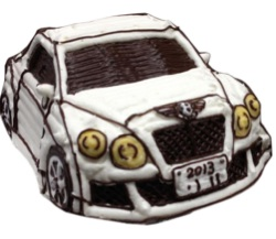 白い車の立体ケーキ