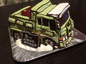 ダンプカーの立体ケーキ