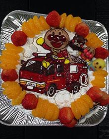 アンパンマンと消防車のイラストケーキ