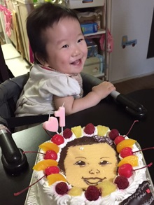 1歳誕生日の豆乳クリームケーキ、似顔絵ケーキ