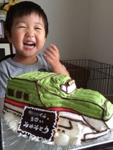 緑の新幹線の立体ケーキ