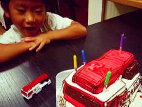 はしご消防車の立体ケーキ