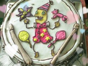 スネアとドラムスティックの立体ケーキ
