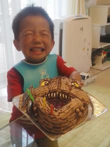 恐竜の顔型 立体ケーキ