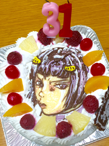 数字ろうそく付き、キャラクターケーキ