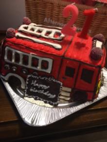 消防車立体ケーキ、お友達のお誕生日ケーキ