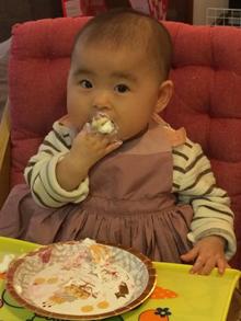 いないいないばあのわんわんのキャラクターケーキを食べた