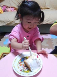 豆乳クリームケーキを食べる