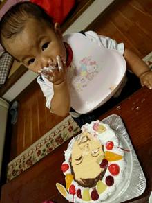 1歳の誕生日、豆乳クリームの似顔絵ケーキ