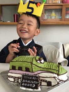 誕生日、新幹線の立体ケーキ