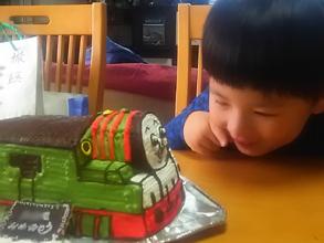 機関車トーマスのキャラクター「パーシー」の立体ケーキ(2)