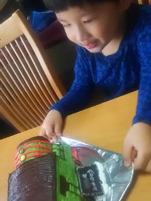 機関車トーマスのキャラクター「パーシー」の立体ケーキ