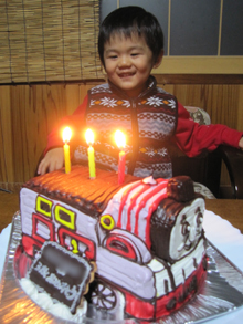 誕生日、きかんしゃトーマスの立体ケーキ