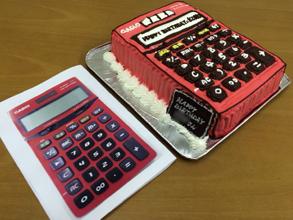 電卓の立体ケーキ