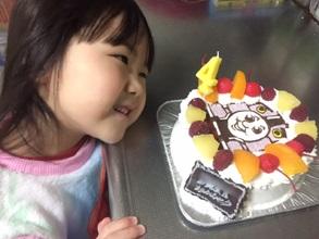 誕生日、機関車トーマスのキャラケーキ
