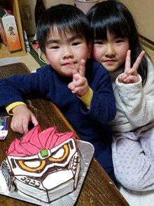 誕生日、仮面ライダーエグゼイドの顔型立体ケーキ