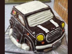 誕生日、愛車ミニの立体ケーキ