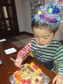 誕生日、ショベルカーのイラストケーキ