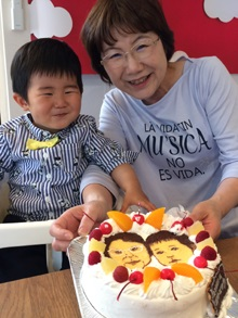 誕生日、豆乳クリームの似顔絵カップルケーキ