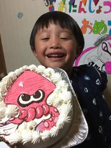 スプラトゥーンのビンクのイカのキャラクターケーキ