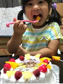 ミニオンのキャラクターケーキ