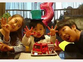 お子様の誕生日、消防車の立体ケーキ