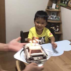 カーズ風・車の立体ケーキ、お子様のお誕生日