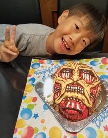 進撃の巨人の超大型巨人、顔型立体ケーキ、お子様のお誕生日