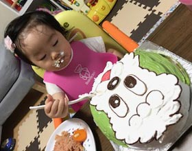 ワンワンの顔型立体ケーキ、1歳のお子様のお誕生日