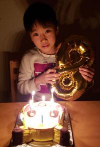 ピカチュウの顔型立体ケーキ
