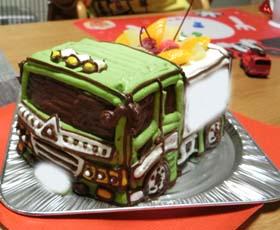 ダンプカーの立体ケーキ、お子様のお誕生日