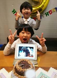 5号(+たっぷりチョコがけ)、ゴジラのキャラケーキ、お子様のお誕生日