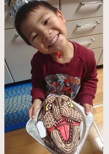 ティラノサウルスの顔型立体ケーキ、お子様のお誕生