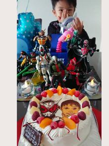 仮面ライダーと似顔絵ケーキ