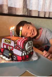 素敵なケーキをありがとうございました!(トーマスの立体ケーキ)(乗物立体ケーキ)