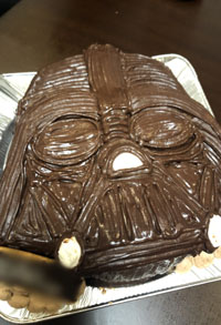 ダーズベイダーの顔型立体ケーキ