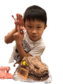 恐竜、スピノサウルスの立体ケーキ