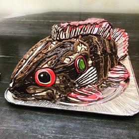 淡水魚、オヤニラミの立体ケーキ