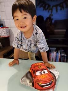 マックイ−ンの立体ケーキ