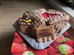 ティラノサウルスの顔型立体ケーキ