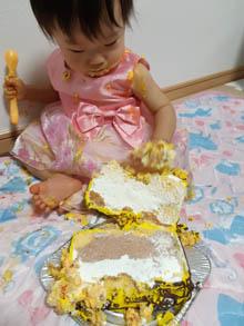 娘もたくさん食べました!(バスの立体ケーキ)(乗物立体ケーキ)