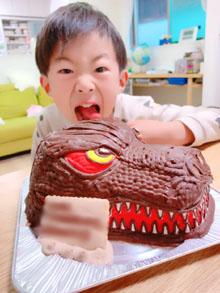 ゴジラの立体ケーキ
