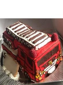 「オイシ〜」と言いながら食べてました。(ハシゴ消防車の立体ケーキ)(乗物立体ケーキ)