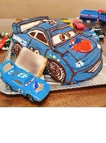 大好きなキングのケーキに釘づけ♪(カーズのキングの立体ケーキ)(乗物立体ケーキ)